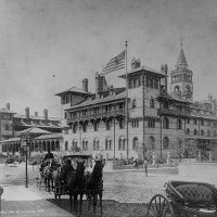 Image of horse drawn carriage in front of Ponce de Leon Hotel